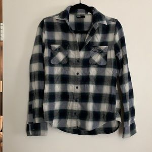 Flannel plaid long sleeve button up shirt